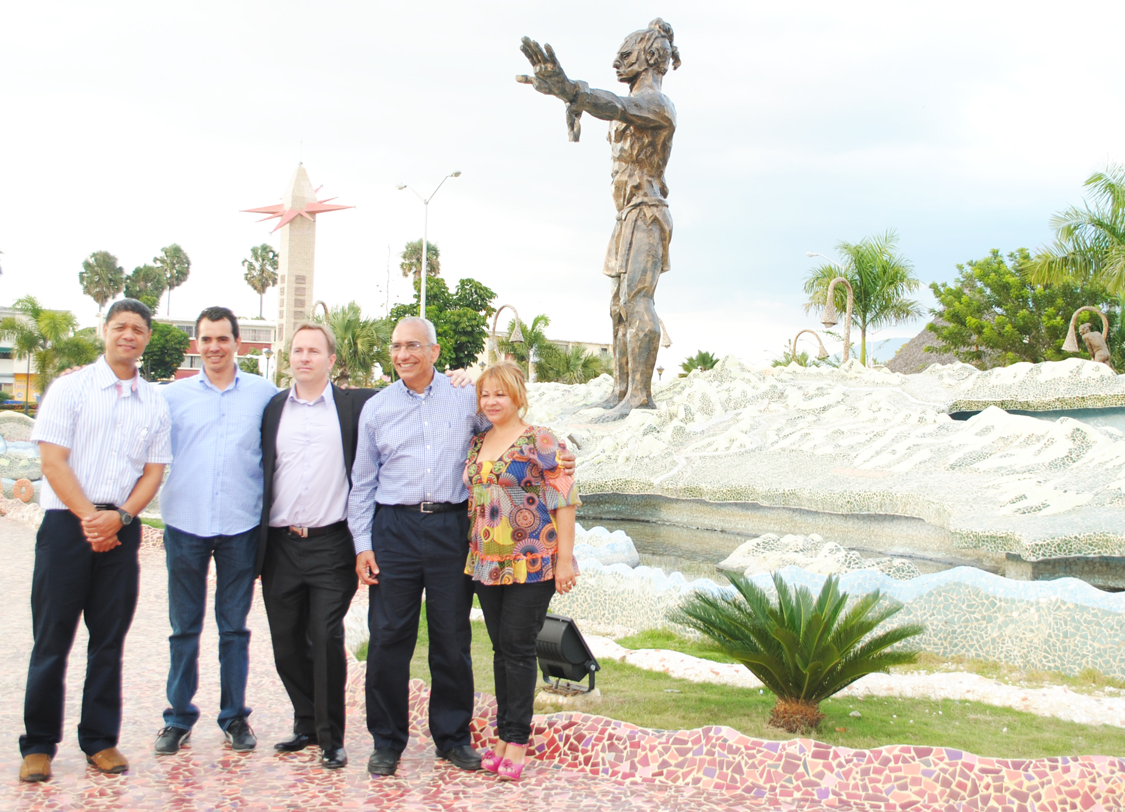 Felix Mercedes (GQC Country Manager), Eduardo Ramirez, Counsellor Aladin Legault, Julio Espaillat (GQC President & CEO) & Mayor Hanoi Sanchez (Mayor of San Juan De La Maguana, DR) at the Plaza Caonabo at the entrance of San Juan De La Maguana